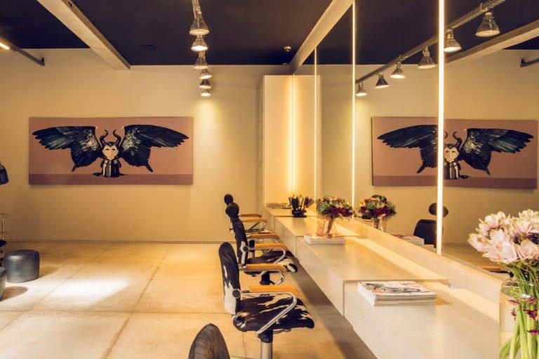 Salão de Beleza em BH especialista em cachos, beleza natural, visagismo, sobrancelhas e coloração.